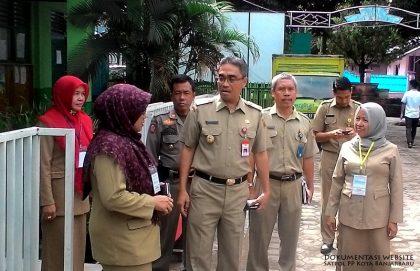 Wakil Walikota saat meninjau UAN
