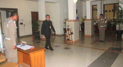 Ruang Lobby Utama, terlihat PTI sedang menyambut kedatangan Wakil Walikota Darmawan Jaya Setiawan